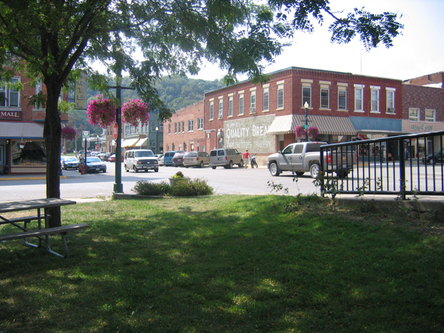 Main Street Elkader 09 010